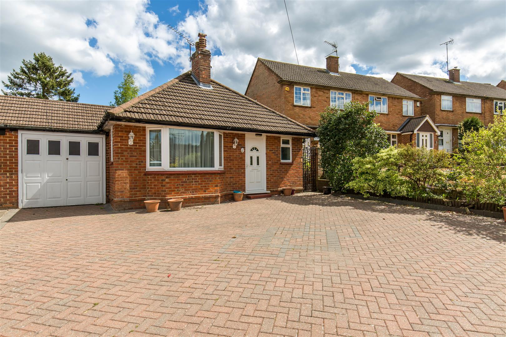 2 Bedrooms Bungalow for sale in Croydon Road, Westerham